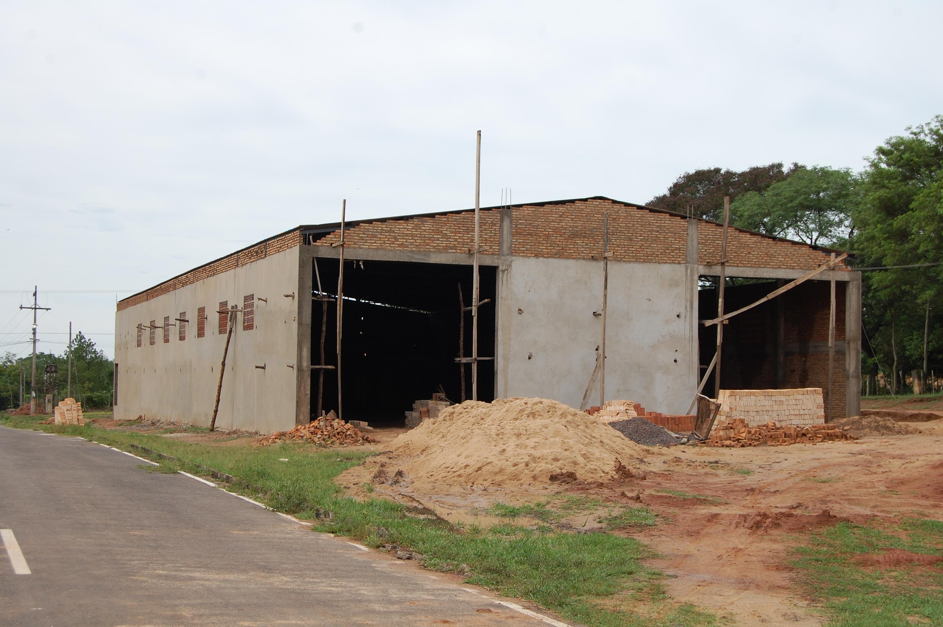 Construcci n de oficinas y parque cerrado para maquinarias for Construccion de oficinas